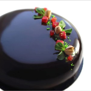 Pistachio Mousse and Strawberry Jelly Cake with White Chocolate - Campi di Fragole