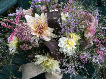 Loose and airy wedding bouquet