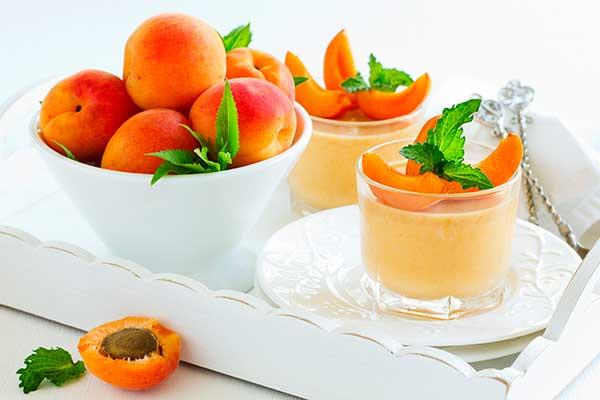 Миндально-абрикосовый молочный коктейль с мороженым