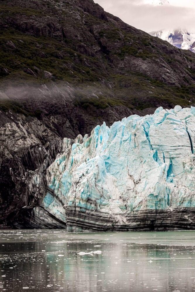 picture of a glacier in glacier bay national park alaska