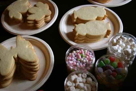 Cookies await icing