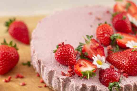 Vegan No Bake Strawberry Cream Pie Recipe