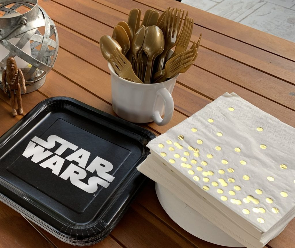 Star Wars plates and utensils