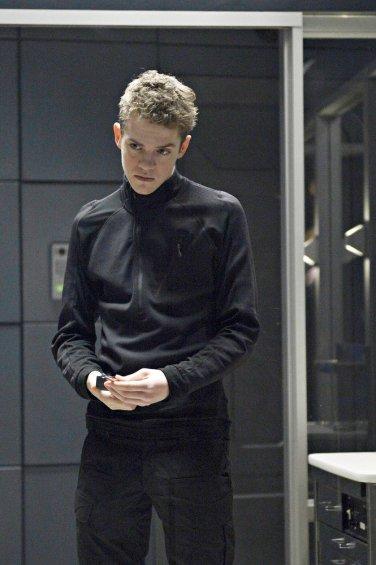 Le psychopathe de la saison 1 de Helix, surnommé La Faucille, fils de la non-moins psychopathe et immortelle Constance Sutton.