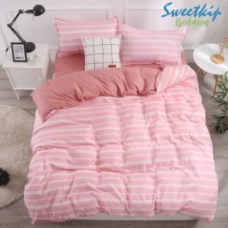 ผ้านวมพร้อมผ้าปูที่นอน ลายเส้นขวางสีชมพู