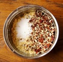 Flour mix+pecans+sugar