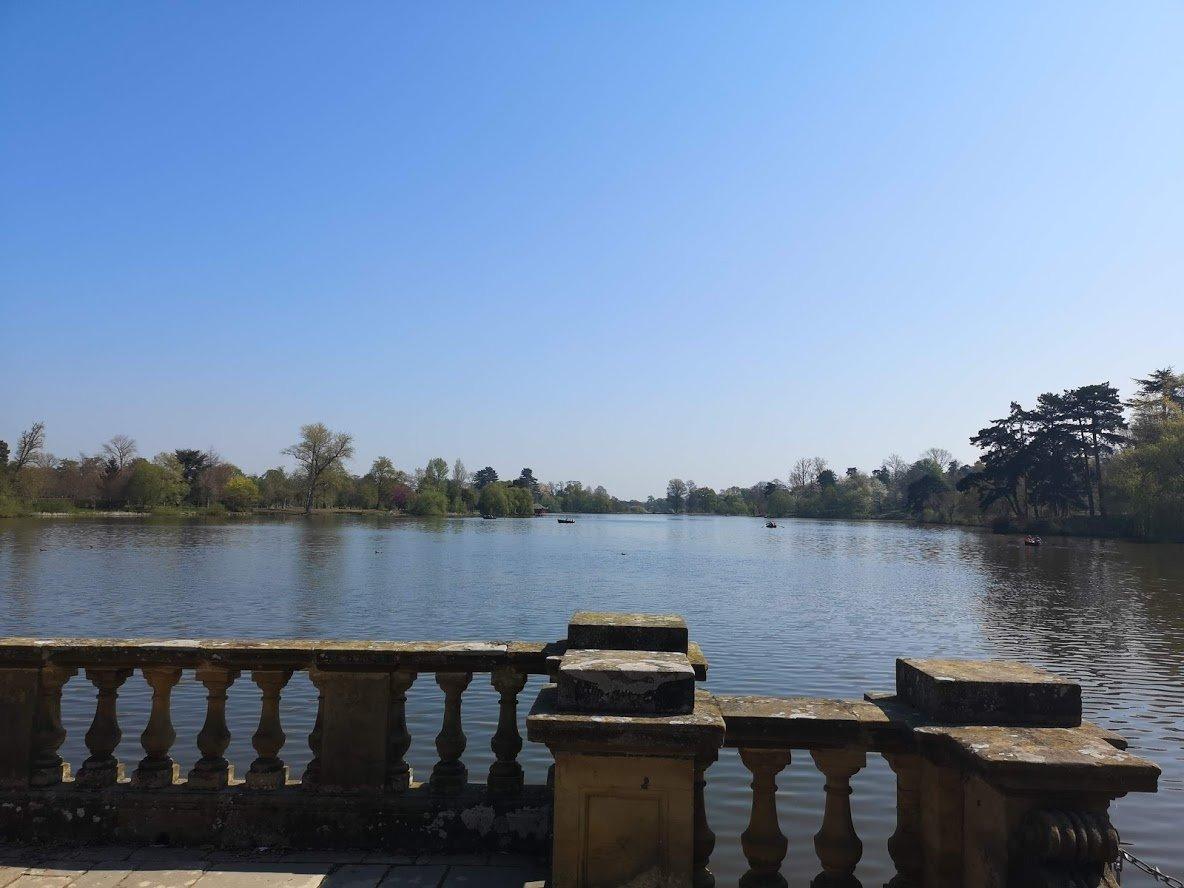 Hever castle lake