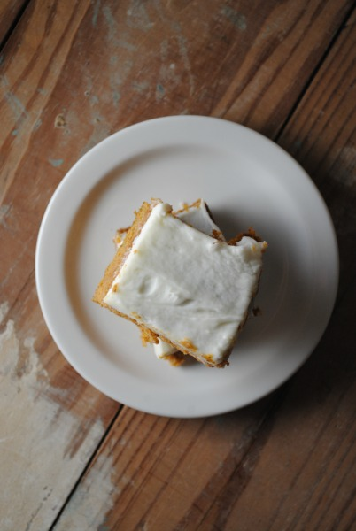 Pumpkin Bars with Cream Cheese Frosting - Barras de Calabaza con Glaseado de Queso Crema