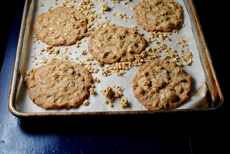 chocolate-chip-granola-cookies-VianneyRodriguez