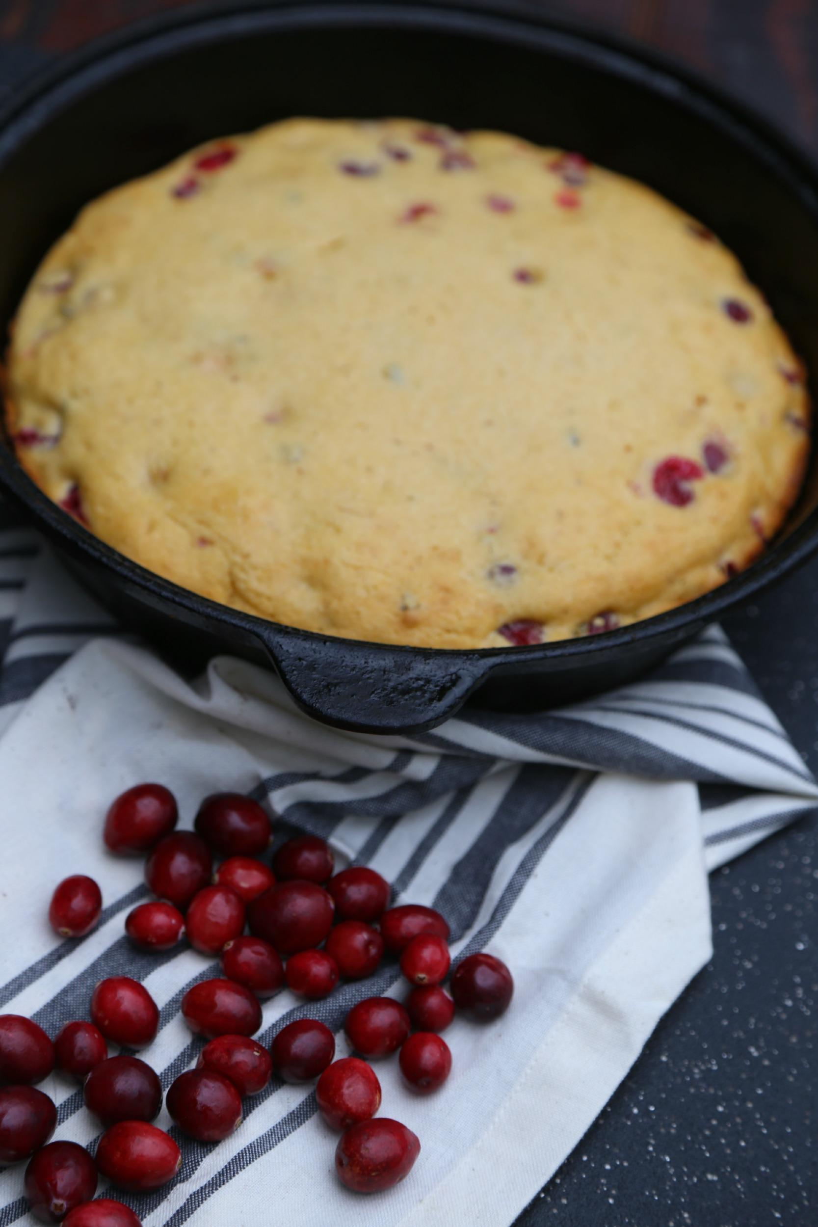 spicy-cranberry-cornbread-HEB-vianneyrodriguez-sweetlifebake