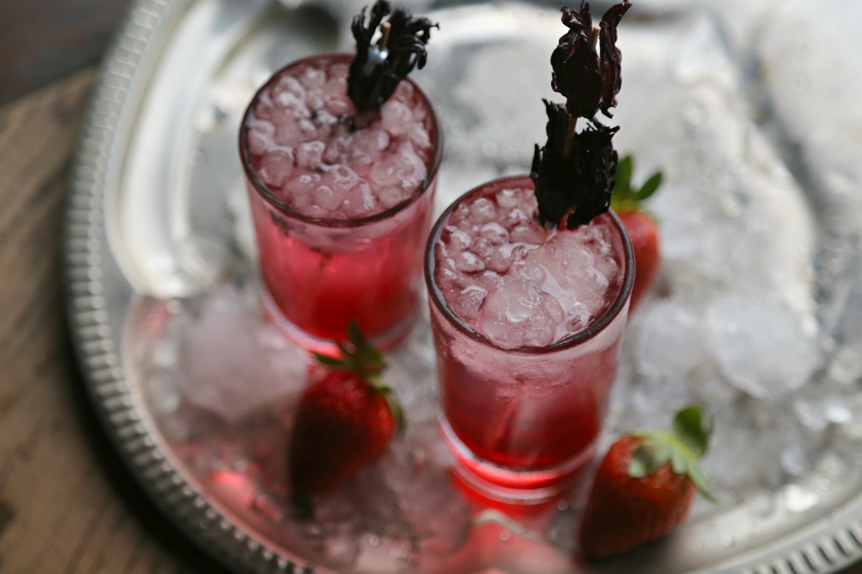 gin-cocktail-hibiscus-strawberry-vianneyrodriguez-sweetlifebake