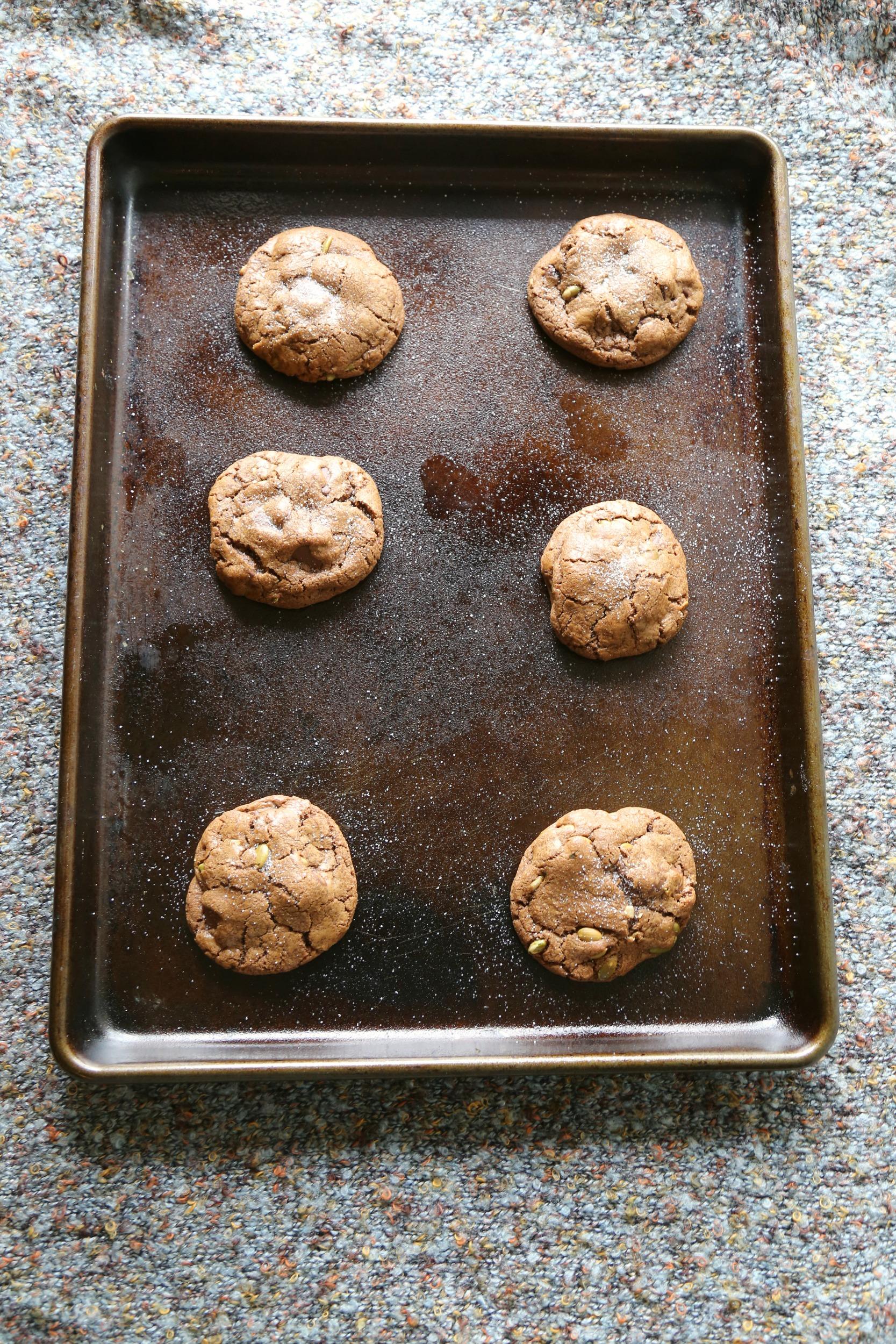 Chocolate-Chunk–Pumpkin-Seed-Cookies-baked-vianneyrodriguez-sweetlifebake