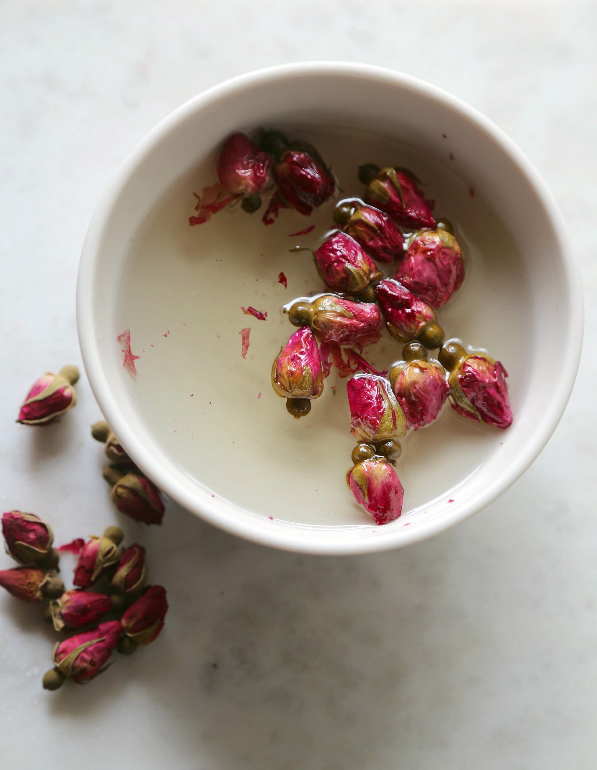 rose-simple-syrup-dried-roses-simple-syrup-vianneyrodriguez-sweetlifebake