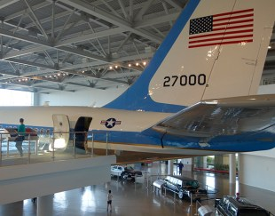 air-force-one-tail
