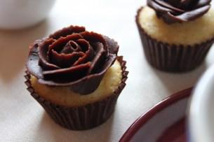 Mini cupcakes con rosas de ganache
