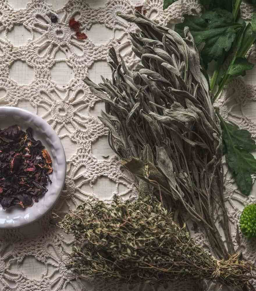 How to Create a Personalized Herbal Tea Blend (& one of my favourite blends!)