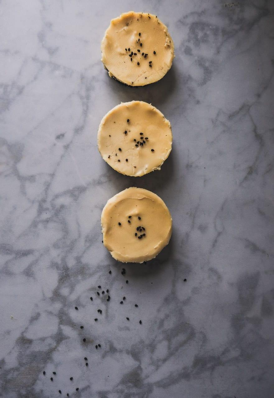 white chocolate miso tarts with a black sesame crust. #vegan #raw #nobake