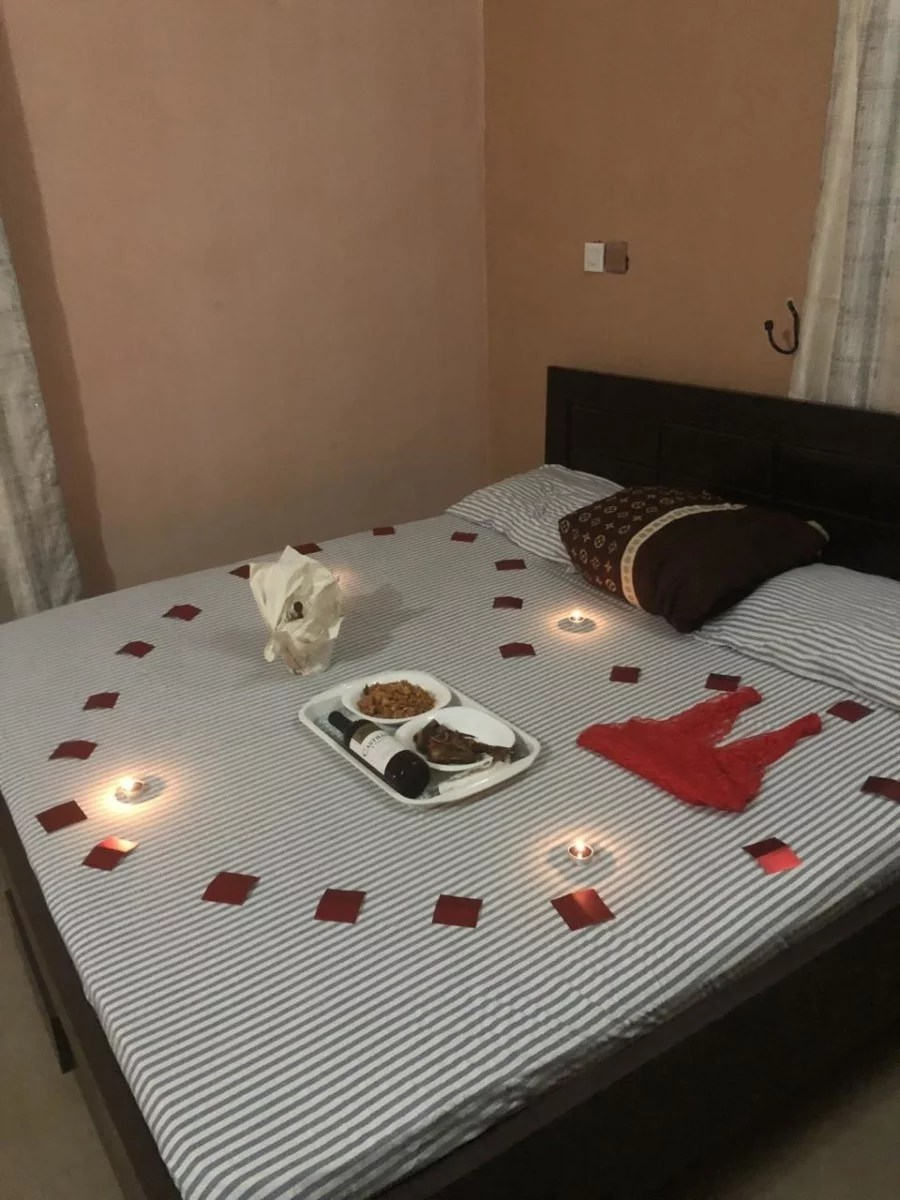 Sweetloaded 5dadc8fe93405 See the sweet romantic surprise a lady received from her man gist trending  See the sweet romantic surprise a lady received from her man