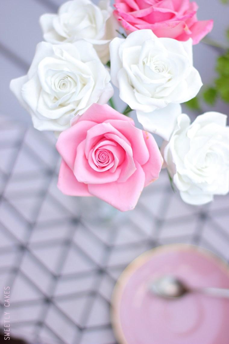 roses en porcelaine froide