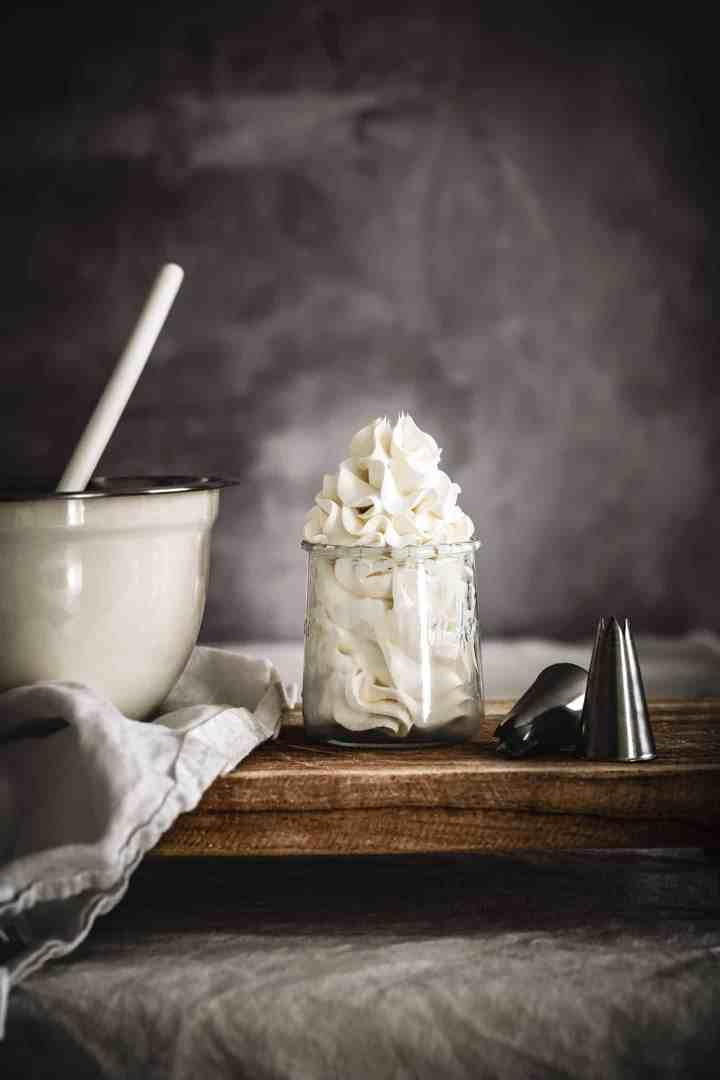 La crème au beurre à la meringue Italienne, parfaite pour décorer tous vos gâteaux, cupcakes, layer et plus