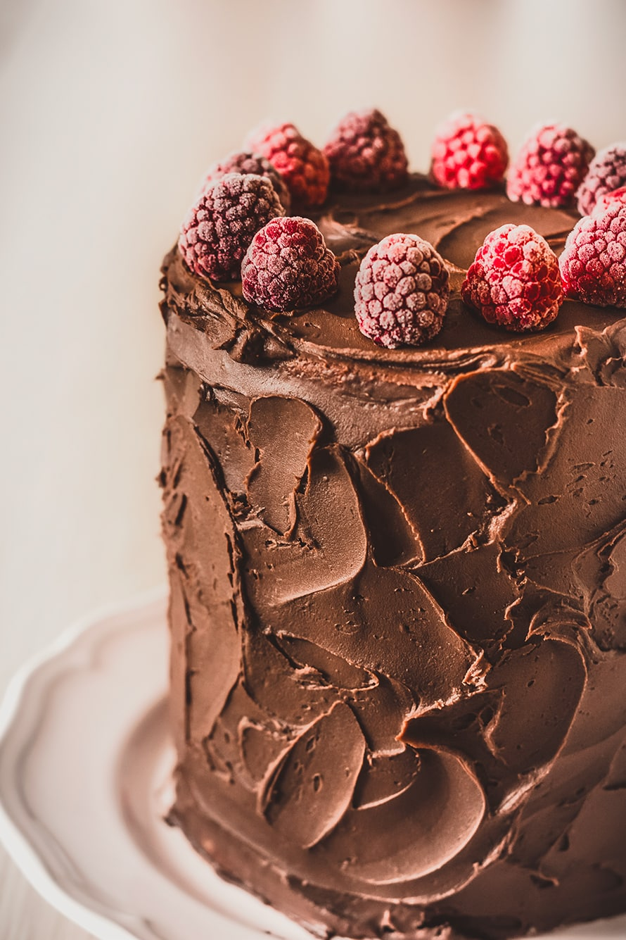 Layer cake raspberries and chocolate ganache
