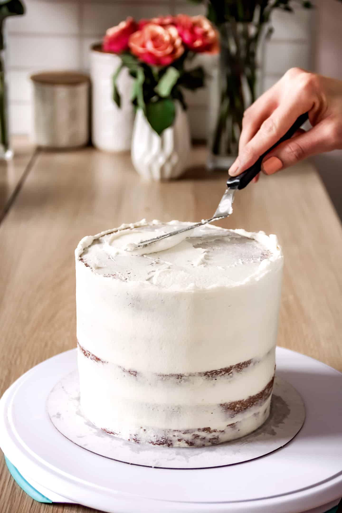 Lissage du layer cake aux fraises