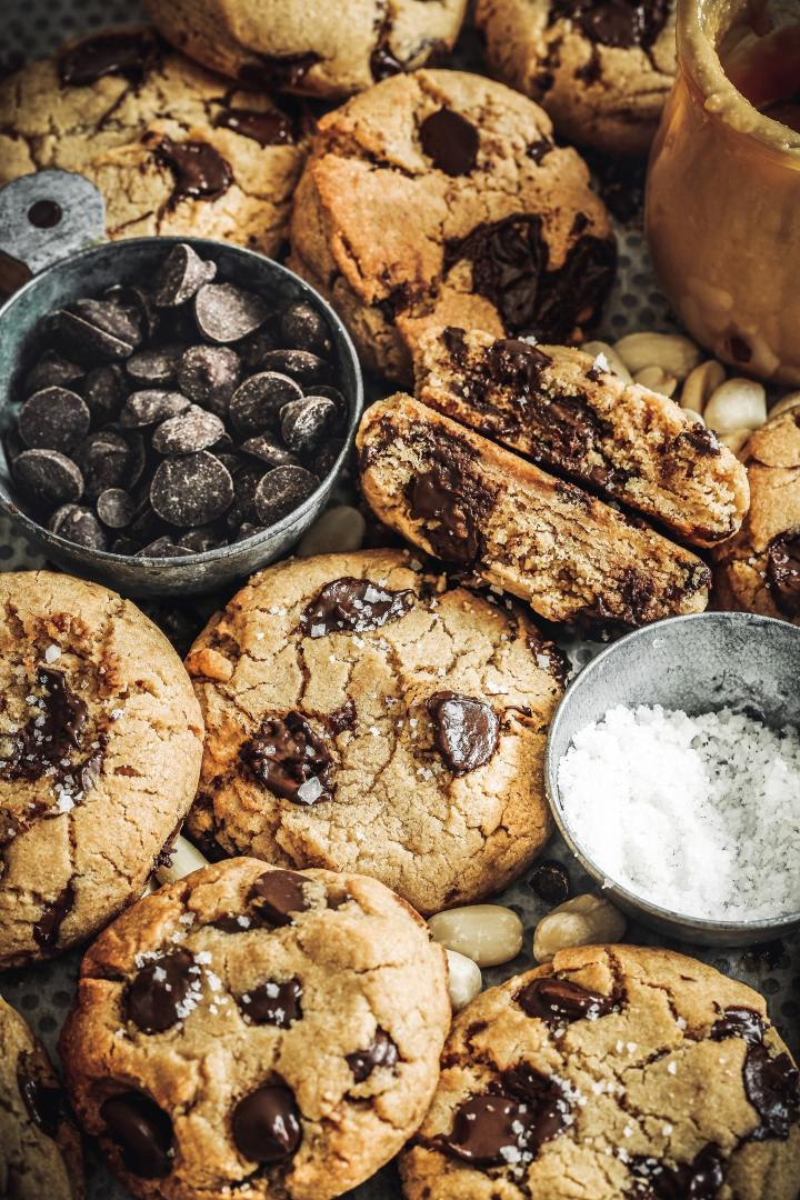 easy peanut butter chocolate chip cookies