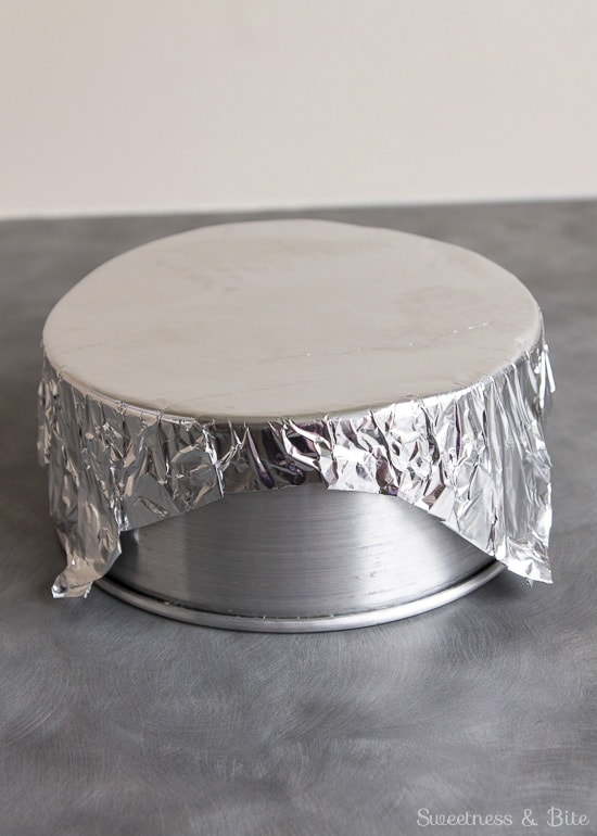 How to Make a Foil Lid for Cake Tin