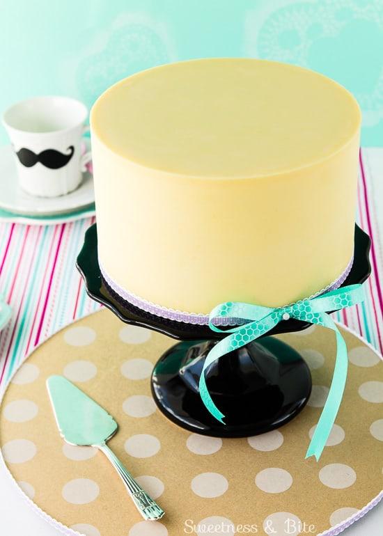 Gluten free white chocolate mud cake for cake decorating ~ Sweetness & Bite