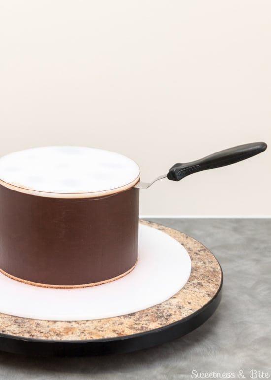 How to Ganache a Cake - Removing the ganaching lid