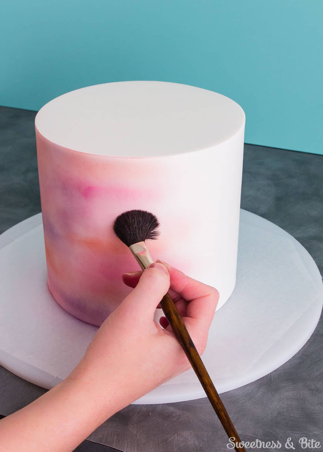 Building up the colour on the cake using a fluffy brush.