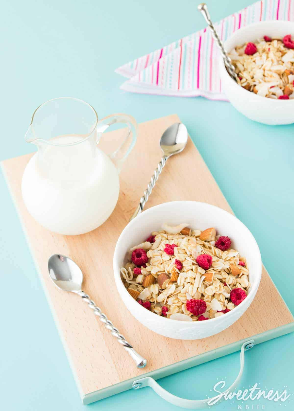 almond-coconut-and-raspberry-muesli-featured-image