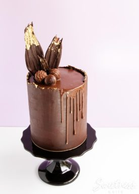 Rough edge ganache drip cake
