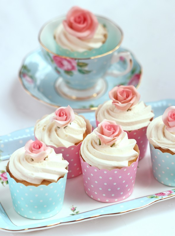 Easy Stunning Dimensional Icing Flowers