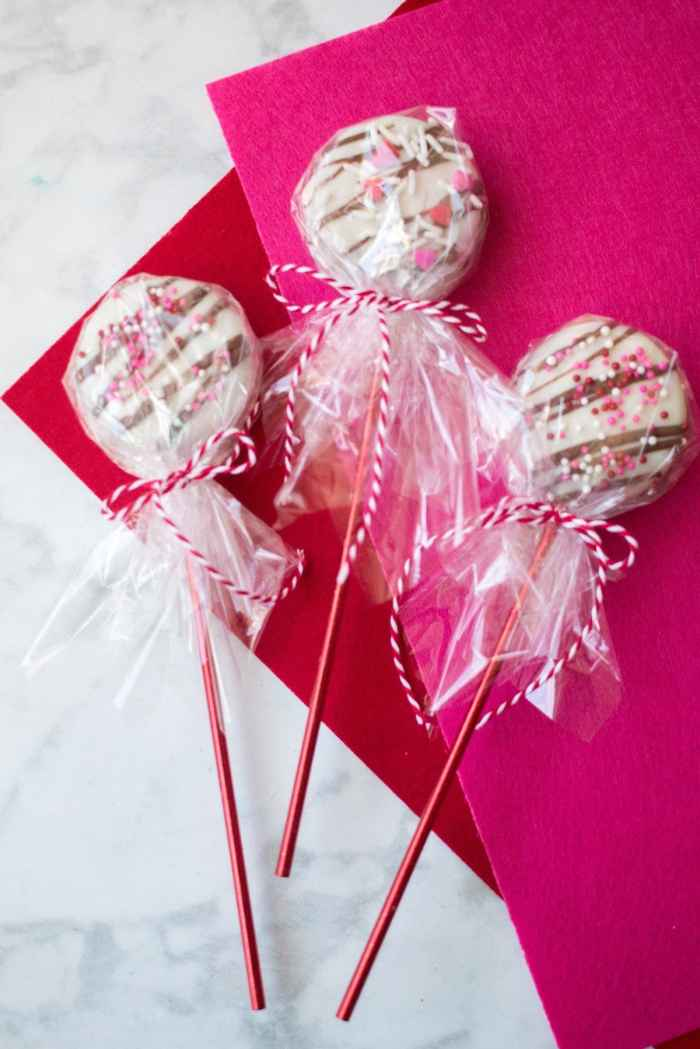 Make Oreo Cookie Pops for Valentine's Day with this Simple Tutorial