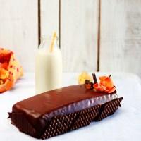 Pastel almendrado chocolate con leche y crema calabaza