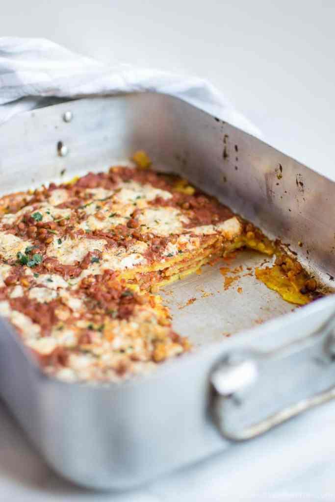 Pasta fresca fatta in casa senza glutine uova con sugo vegan