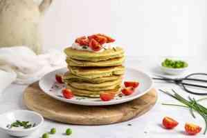 Pancake salati senza glutine con farina di piselli e amaranto senza uova senza burro