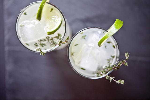 Lemon, Thyme & Gin Spritzer