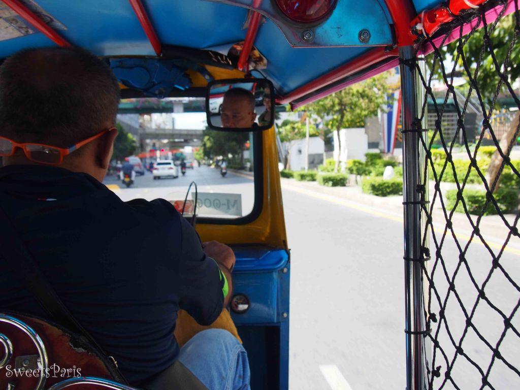 バンコクでトゥクトゥクに乗る