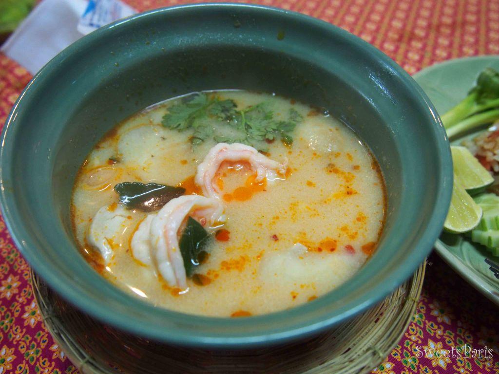 タイ・バンコクの料理教室でトムヤムクンを作る