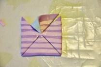 Ripiega un angolo di un lato al centro del quadrato