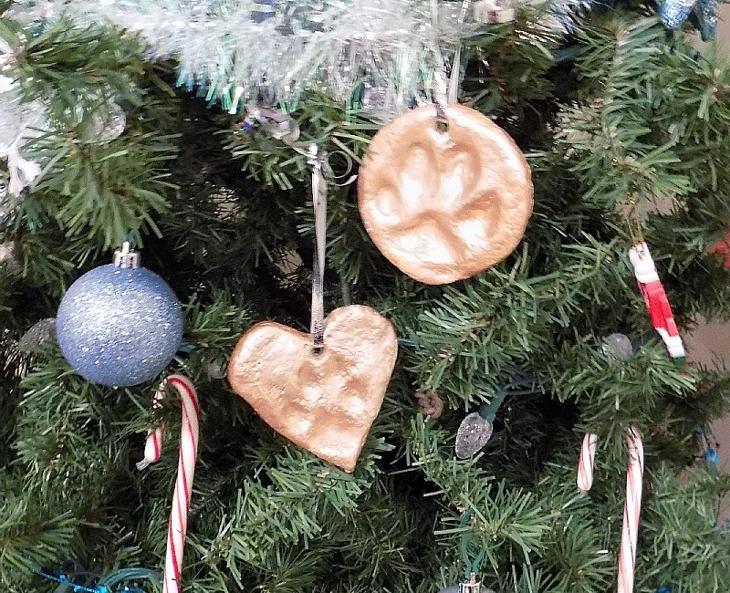 diy dog paw print christmas ornament