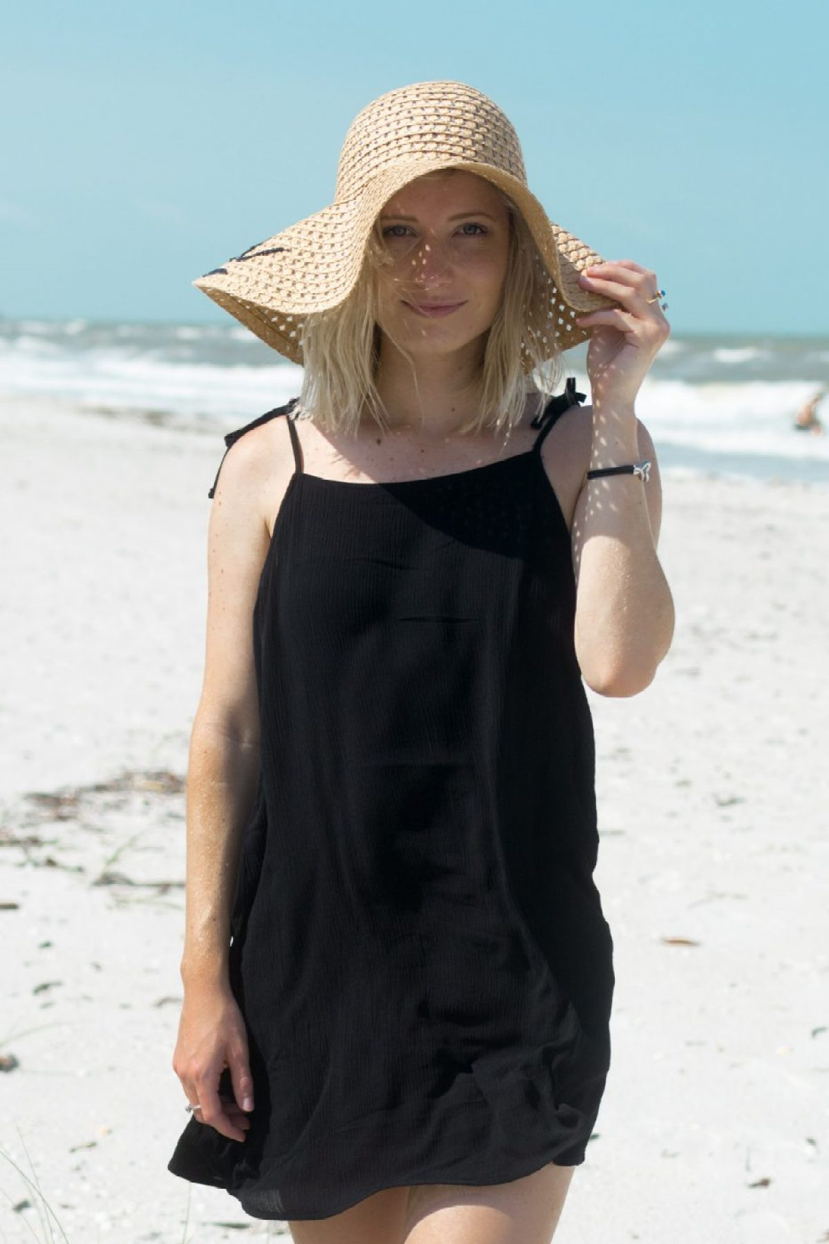 Forever 21 Dress with Barefoot Sandals worn by Jenny Bess
