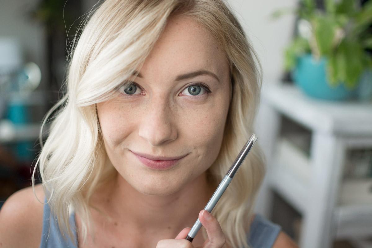Neutrogena Back To School Makeup Tutorial - Eyeliner - Sweet Teal