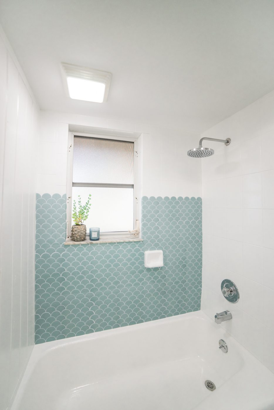 How To Paint A Bathtub And Shower For, Can You Paint Over Bathroom Tile In The Shower