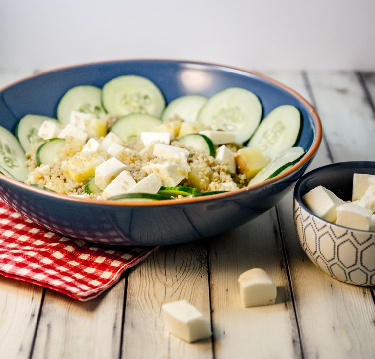 Fresh Mozzarella and Cucumber Quinoa Salad | www.sweetteasweetie.com