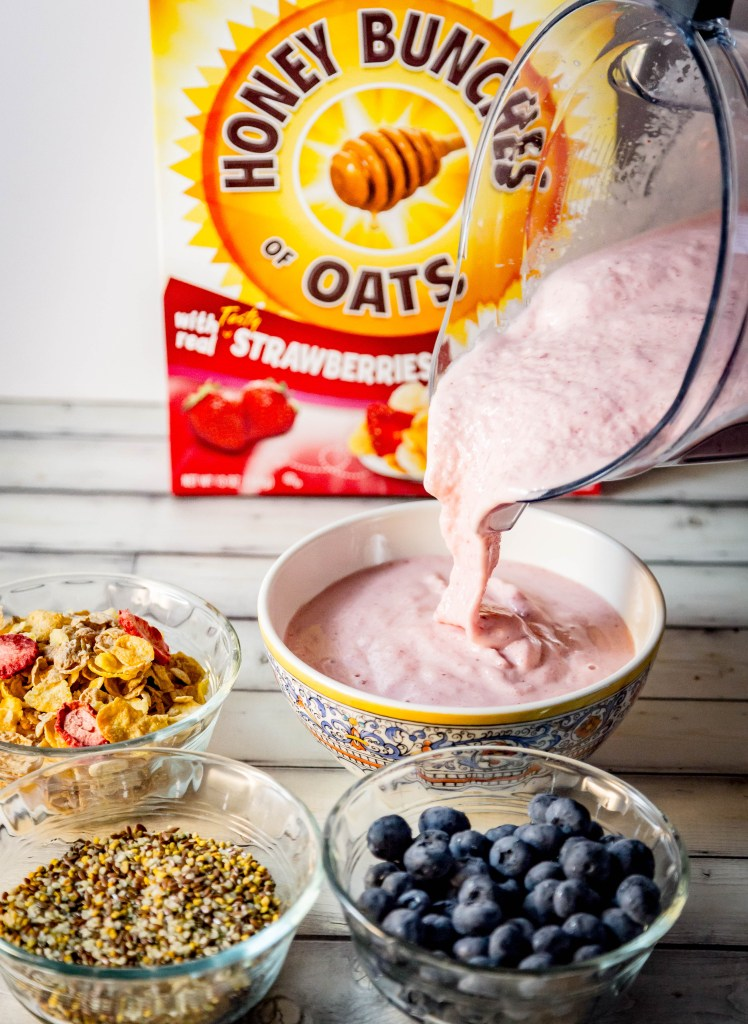 Crunchy Strawberry Pineapple Smoothie Bowl | www.sweetteasweetie.com