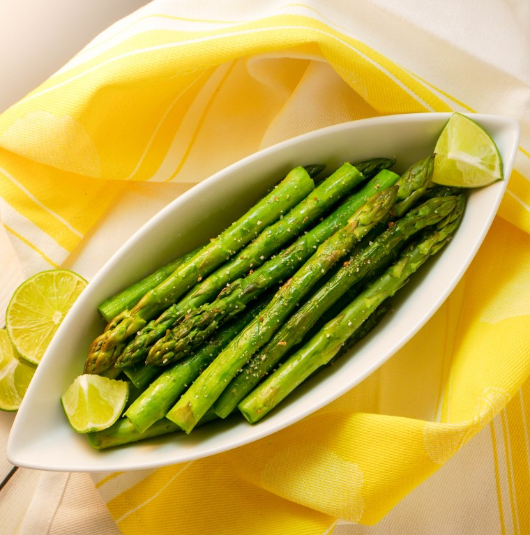 Citrus Lime Steamed Asparagus | www.sweetteasweetie.com
