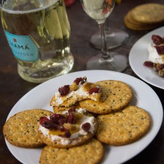 Cranberry Walnut Goat Cheese Roll | www.sweetteasweetie.com